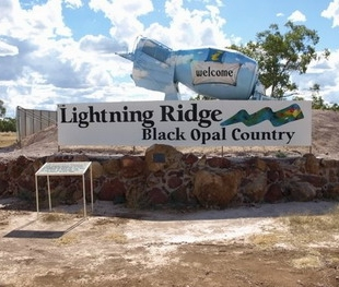 Welcome to Lightning Ridge - Black Opal Country